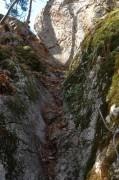 Der steile Weg zur Ruine - durch die Sicherung kein Problem