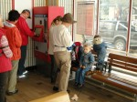 Beim Fahrkartenautomaten mußten wir sogar die Spracheinstellung vornehmen (dafür gibt´s bestimmt einen WIFI-Kurs)