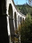 Unter diesem Viadukt zog der Weg eine kleine Schleife
