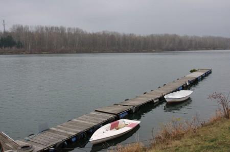 Dieser letzte Steg vor dem Parkplatz gehört wahrscheinlich auch zu einem Bootsverleih.