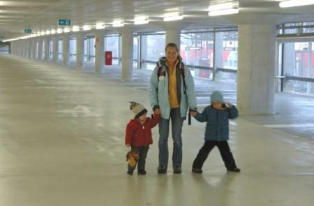 Leere P&R-Anlage beim Bahnhof Mödling