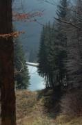 Blick hinunter auf einen künstlichen See - für die Schneekanonen ? Dieser sah aus, als könnte man darin im Sommer schwimmen gehen