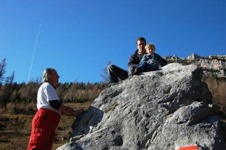 Auch Papa mußte rauf - die einzelnen Felsgriffe waren von unzähligen Kinderhänden blankpoliert