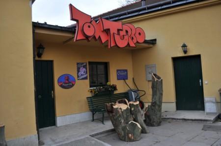 Versperrter Eingang zur Wohnung von Tom Turbo