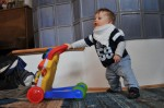 Lilienfeld, 25.12.: Mein kleiner Neffe Felix (10 Monate) ist schon mobil