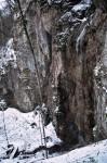 Man beachte den kleinen Holzsteg unterhalb des Wasserfalles
