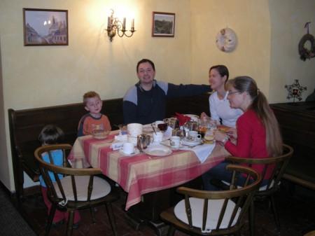 Gemeinsames Frühstück im Gasthof Meyer in Annaberg