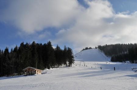 Tellerlift am Josefsberg, dahinter die beiden Schlepplifte mit dem mittleren Steilhang