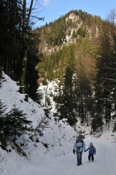 Das erste Wegstück - bergauf mit leerem Magen - war für unseren Sohnemann eher problematisch