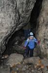 Erkundung der ersten Höhle (etwas verdreckt)