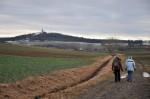 Auf den Kirchberg in Karnabrunn zu