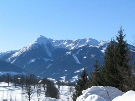 Blick zum Schigebiet Reiteralm und zur Steirischen Kalkspitze (Schladminger Tauern).