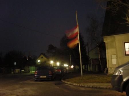 Warum hier am Bahnhof die Deutsche Fahne weht ???