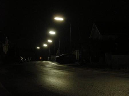 Die Mysteria Lane in Maria Lanzendorf. Beim Fenster am Ende der Laternen noch ein Stückchen weiter, da wohnen wir