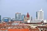 Nochmals die Kirche am Mexikoplatz, dahinter (über die Donau) die Donau-City, etc.
