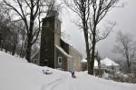 Bis zur Kirche hinauf ging´s auf der steilen, gesandelten Straße recht leidlich.