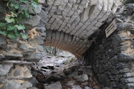 Einer der Eingänge zur Ruine