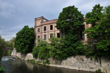 Altes Fabriksgebäude an der Triesting in Oberwaltersdorf