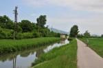 Wieder am Kanal, in der Ferne eine Schleuse