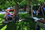 Der Spielplatz beim Sedlhof, im Hintergrund unser braver VW-Bus