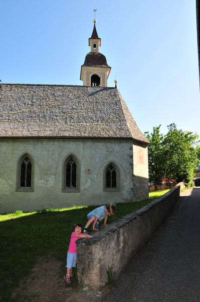 Die Kirche in Klerant, gleich oberhalb vom Sedlhof