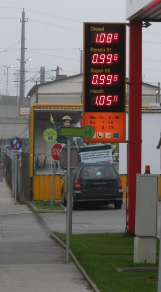 Seit Wochen warte ich bereits auf einen Benzinpreis unter 1 EUR - die Champion-Tankstelle in Kledering hat´s als erste geschafft !