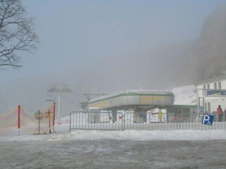 Der Nebel lichtet sich - bei der Talstation der Sesselbahn