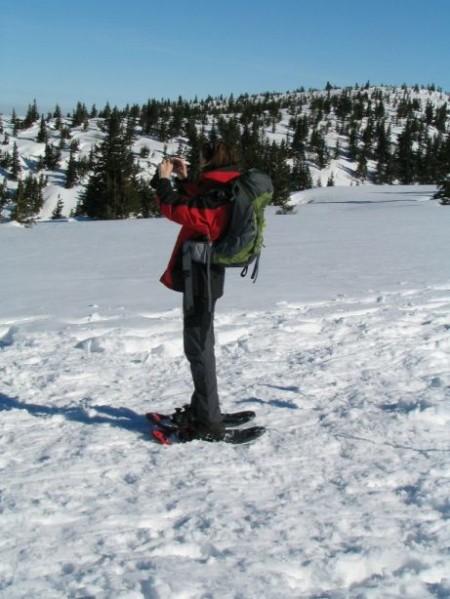 Milena mit ihren neuen Schneeschuhen