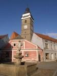 bb-slavonice-florianibrunnen-und-stadtturm-we-p603