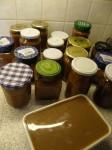 Abgefüllte Marmelade und Fruchtbrei zum Einfrieren