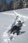Die gefallene Schneeschuhwanderin