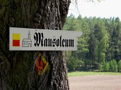 bb-mausoleum-wegweiser-web-p2917