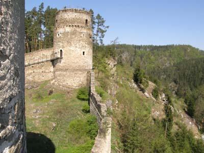 bb-ruine-kollmitz-bergfried-und-mausoleumberg-web-p2891