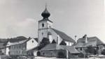 pfarrkirche-st-veit-mit-altbauten-volksschule-und-pfarrhof-web