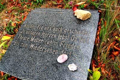 Gedenkplatte im Jüdischen Friedhof Altstadt
