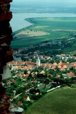 Blick von den Maidenburg auf Pollau und den Thaya-Stausee