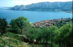 Baska, Ausblick gegen Pinienwald und Bag