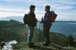 Gipfeltratscherl auf der Burgsteinmauer