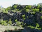 BB Steinbruchwand aus Basaltklötzen