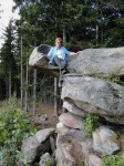 Hochsitz in der Steinschale der Hutkrempe!