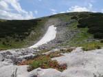 "Blick aus dem ""Schneeloch"" zum Gipfelhang"