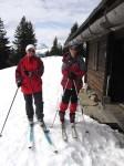 Anni und ich vor der Jagdhütte am Hüttenfeld (2. Tag)