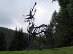 Skulptur neben dem Forsthaus