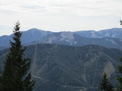 Sonnleitstein und dahinter Amaisbühel (Schneealpe)