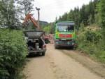 Holzarbeiten (das meiste Holz liegt hinterm LKW!)
