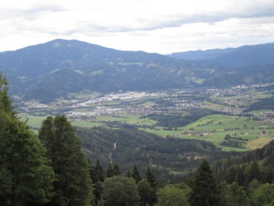 Blick nach Kapfenberg und zum Rennfeld (links)