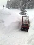 bei all dem schnee das freimachen des parkplatzes alles andere als leicht, die fräse hat ganz schön zu tun